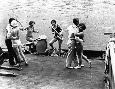 dancing_Thames_-_Hulton_Archive_large